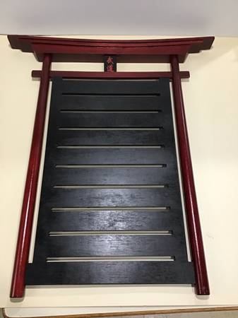Photo Belt Display Rack w straps, 4 Belts for martial arts, karate, tae kwon do, jiu - $50 (Madison Far West)