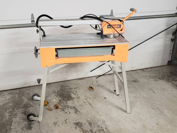 Photo Chicago Electric 7quot Bridge Wet Cut Tile Saw With Stand - $130 (Madison)
