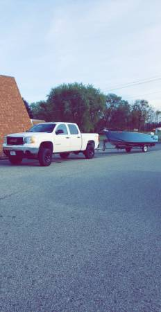 Photo Crestliner fishing boat - $1,500 (oxford)