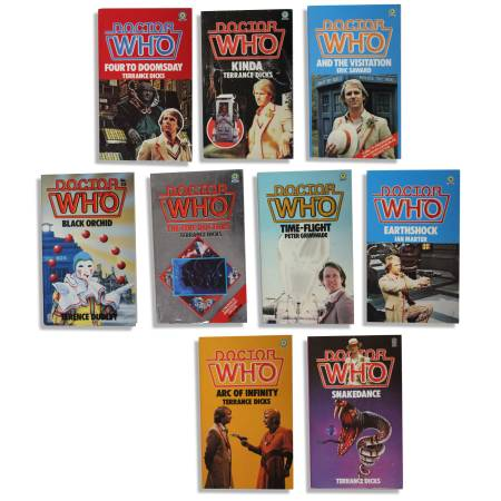 Photo Doctor Who - Fifth Doctor Peter Davidson - 17 Vintage Paperbacks - $30 (Waukesha)