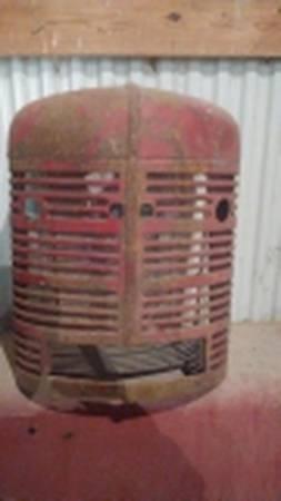Photo Farmall Super H grille, nose cone, IH, International (Prairie du Chien, WI)