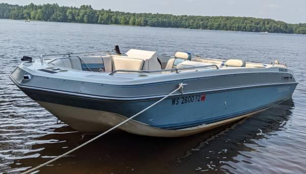 Photo Fourwinns CANDIA 180 deck boat - $2,700 (Wisconsin Rapids)