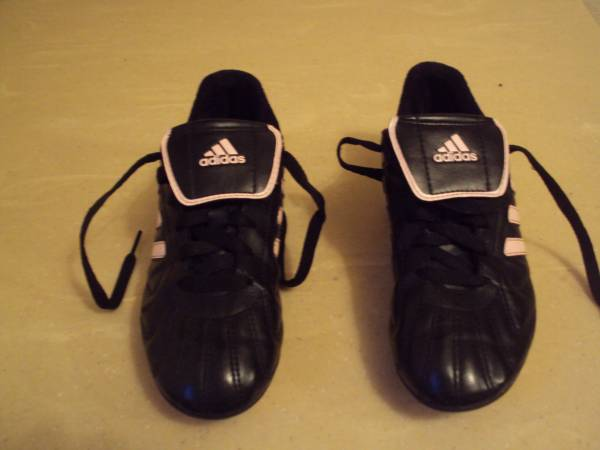Photo Girls Youths Adidas Soccer Cleats-Size 2.5 - $12 (Cross Plains)