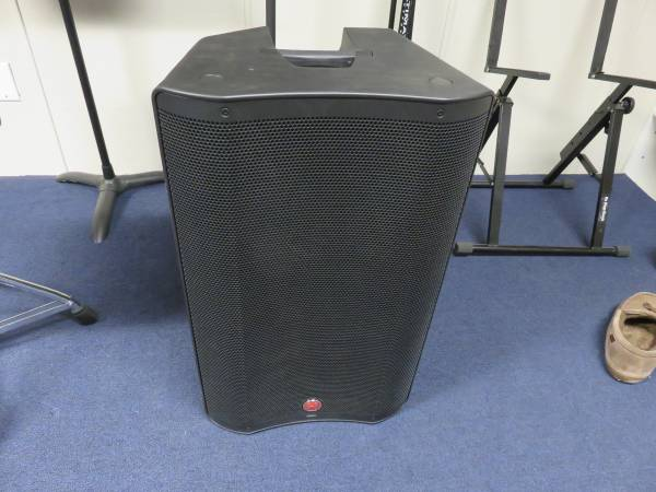 Photo Harbinger VARI V2315 15quot Powered Speaker with Bluetooth - $210 (Stoughton)