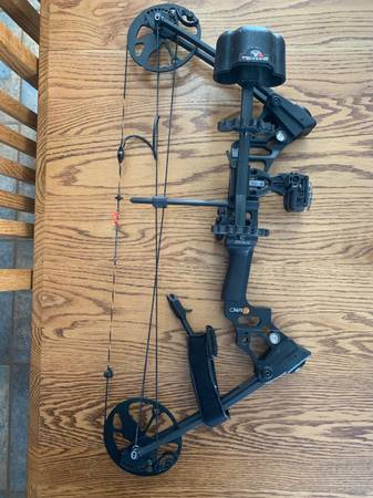 Photo Mathews Mission Craze II bow in all black - great youth bow - $325 (Dodgeville)