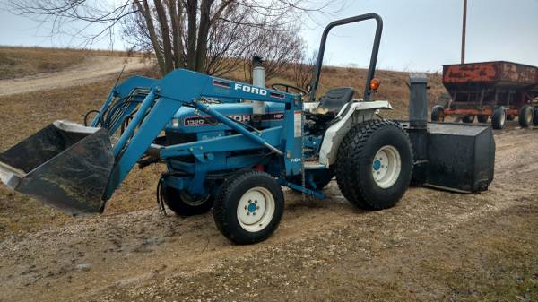Photo Reduced price -New Holland Ford 1320 tractor - $6400 (Wauzeka)