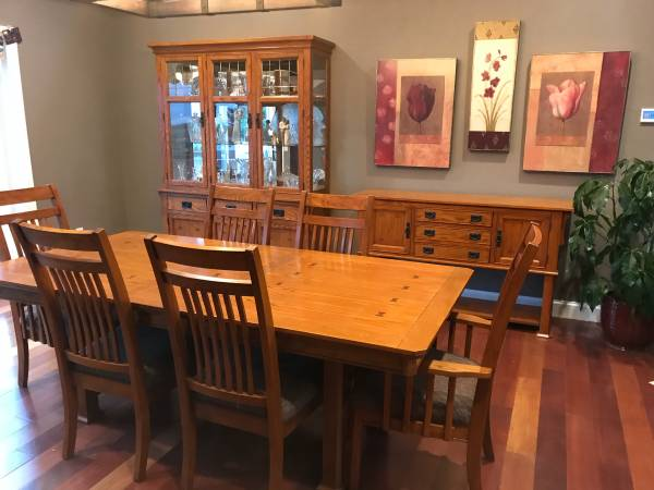 Photo SET Mission Oak Dining Table  Six Chairs, Buffet  Hutch - $1,800 (Cambria)