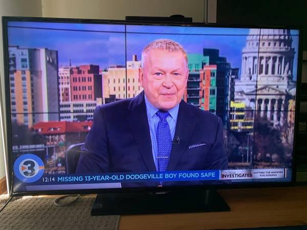 Photo Samsung - 55quot Flat Screen HDTV - $225 (Madison-West)