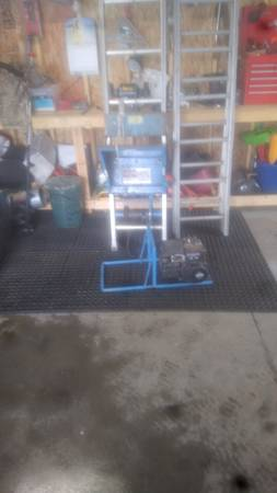 Photo Shingle ladder hoist - $400 (Beloit)