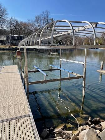 Photo ShoreMaster Boat Lift - $4,500 (Madison)
