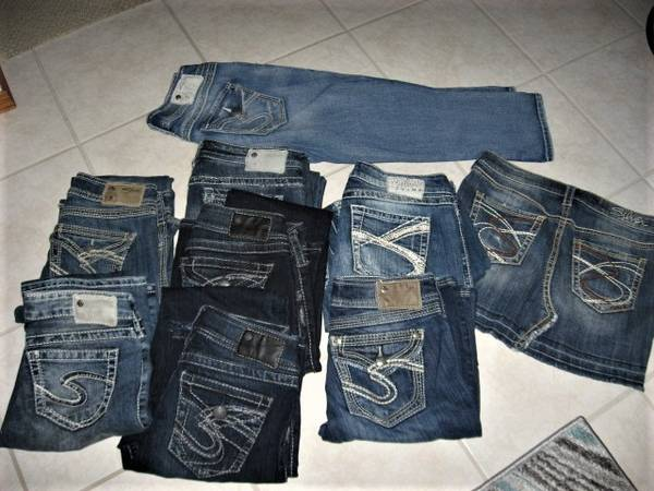 Photo Silver Jeans Sz 25 , 26 , 27 , Capri Sz 27, Skirt - $10 (Madison east)