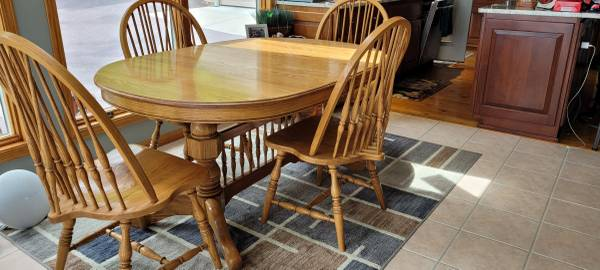 Photo Solid Oak Dining Table - $525 (Lake Wisconsin)