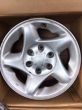 Photo Toyota Tundra wheels - $180 (Portage)