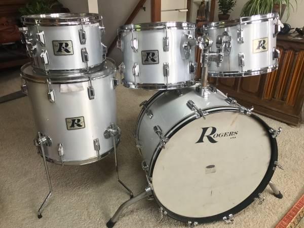 Photo Vintage Rogers big R drum kit - $550