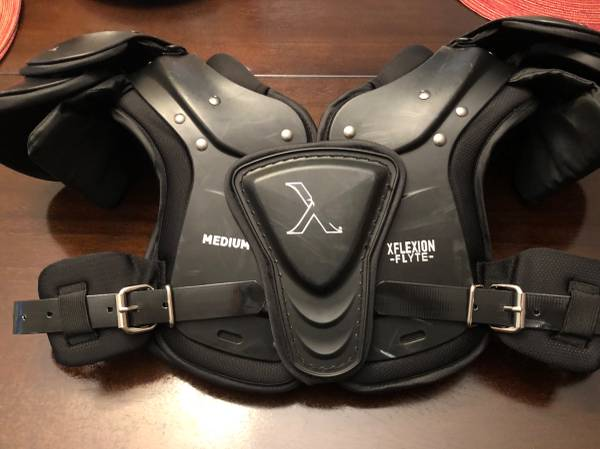 Photo Xenith youth shoulder pads-Medium - $40 (Waunakee)