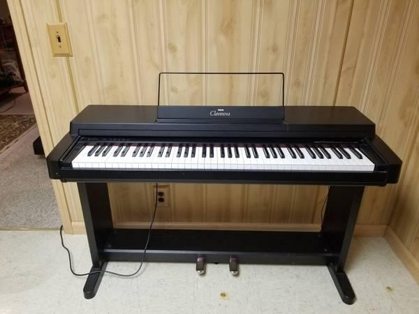 Photo Yamaha clavinova piano - $500 (Waterloo)