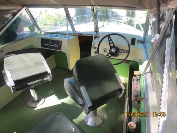 Photo 1639 Crestliner boat with engine  trailer - $3,200 (Mankato)
