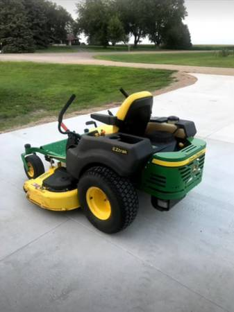 Photo 2006 John Deere Zero Turn z445 Lawn Mower - $2,500 (Sleepy Eye)