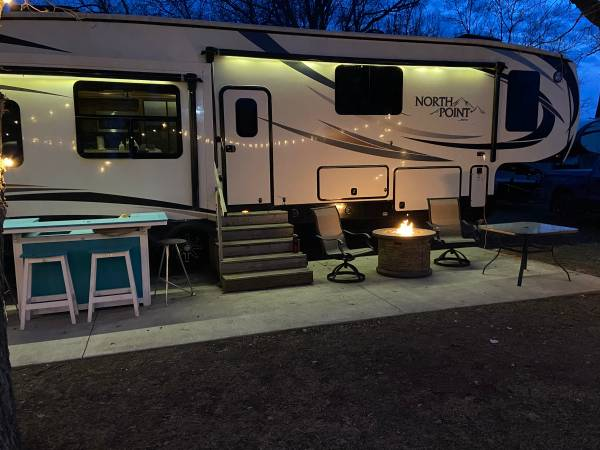 Photo 2016 Jayco North Point 377RLBH Fifth Wheel. - $45000 (Currie, MN)