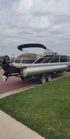 Photo 2018 Bennington 22 SSBXP Pontoon W Sea legs - $42,900 (Mankato)