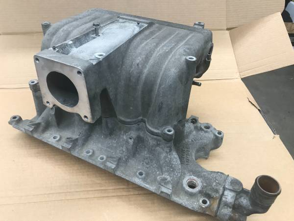Photo 5.0 GT40 Intake Ford Mustang 302 - $100 (RochesterEagle Lake)