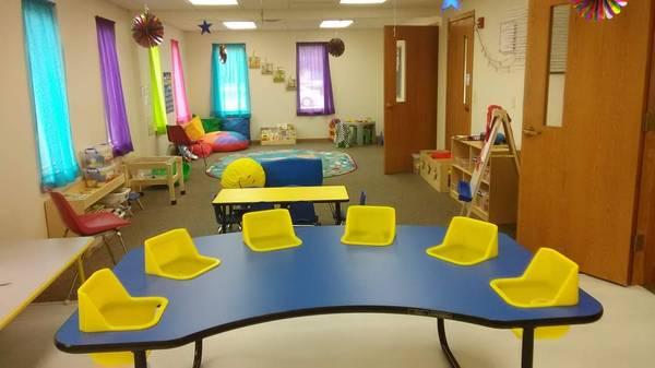 Photo 6 seat infanttoddler table - $350 (Eagle lake)