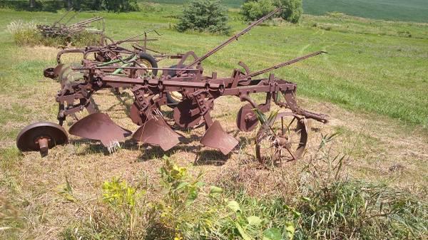 Photo 8 John Deere Plows For Sale (Prague, Nebraska)