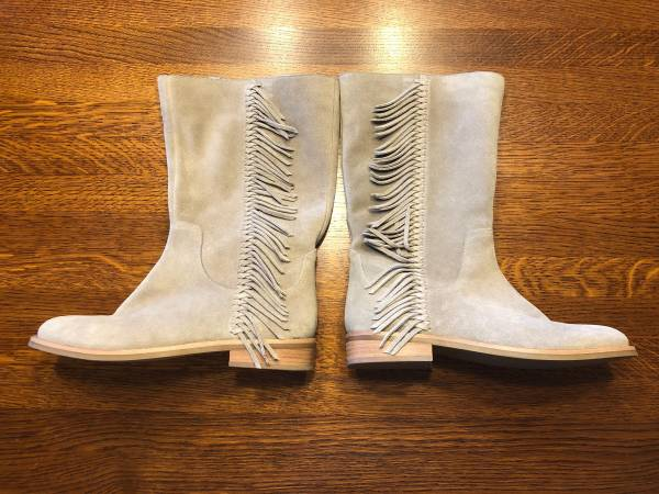 Photo Holiday savings New tan suede leather fringed riding boots - $20 (Madison Lake)