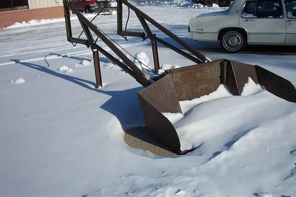 Photo John Deere 45 Loader with snow bucket - $575 (Sleepy Eye, Mn.)