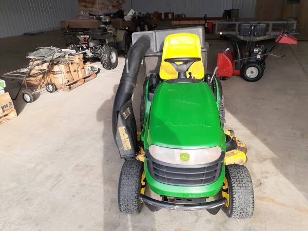 Photo John Deere lawn Tractor - $1,100 (Mankato)