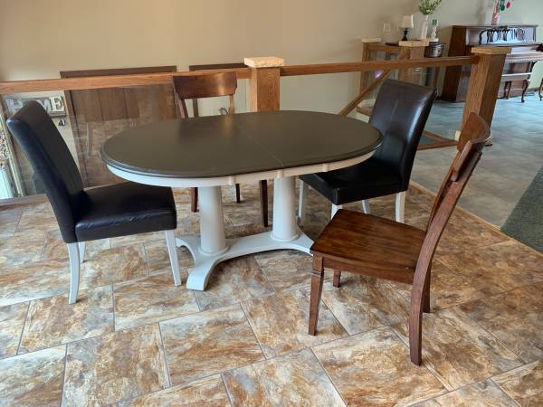 Photo Kitchen Table  Chairs - $50 (Madison Lake)