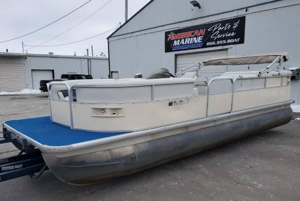Photo Nicely Reupholstered 2239 Pontoon Boat w 2020 40 HP EFI 4-STROKE Motor - $15,900 (Remer, MN)
