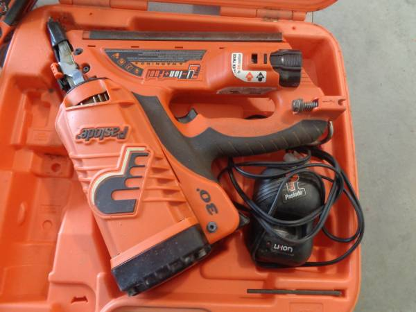 Photo PASLODE CORDLESS NAIL GUN AND ACCESSORIES - $150 (FARIBAULT)