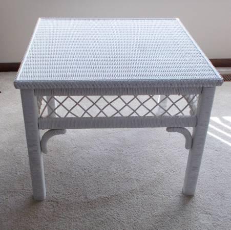 Photo White Wicker Square End Table Heavy - $125 (North Mankato)