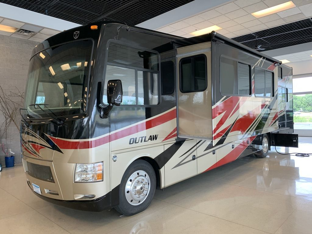 Photo Used 2013 Thor Motor Coach Class A RV  $95000