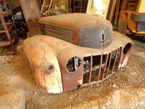Photo 1942-1947 Ford Truck Hood Fenders complete Nose - $400 (North Robinson)