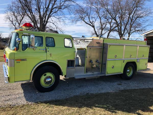 Photo 1990 Ford Custom Cab 8000 Fire Truck - $3900 (Shelby)