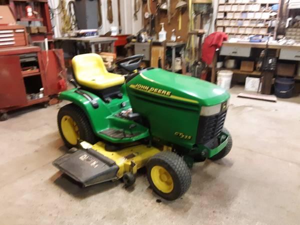 Photo 1995 John Deere GT235 lawn mower - $1,500 (Tiro Ohio.)