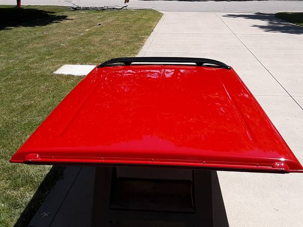 Photo A.R.E. Locking Truck Bed Cover Truck Bed Tonneau cover with spoiler - $200 (Shelby)