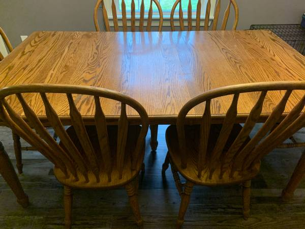 Photo Amish Oak Dining table and 6 chairs - $749 (Mansfield)