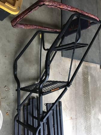 Photo Big Game ladder tree stand treestand - $80 (Perrysville)