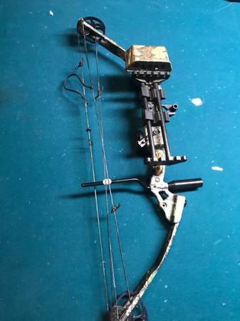 Photo Browning youth bow - $90 (Mansfield)