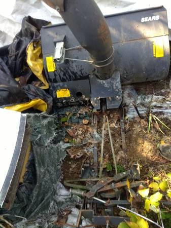 Photo Craftsman tractor snowblower - $100 (Bellville)