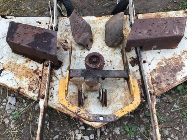 Photo Farmall Cub 184 Belly Mower W Mounting Brackets - $225 (Ashland)