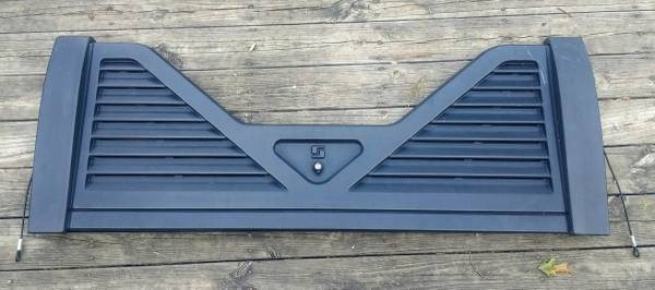Photo Fifth Wheel Louvered Tailgate for GM Chevy GMC Trucks - $100 (Bellville)