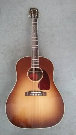 Photo GIBSON J45 Guitar CUSTOM SHOP - $2000 (Norwalk)