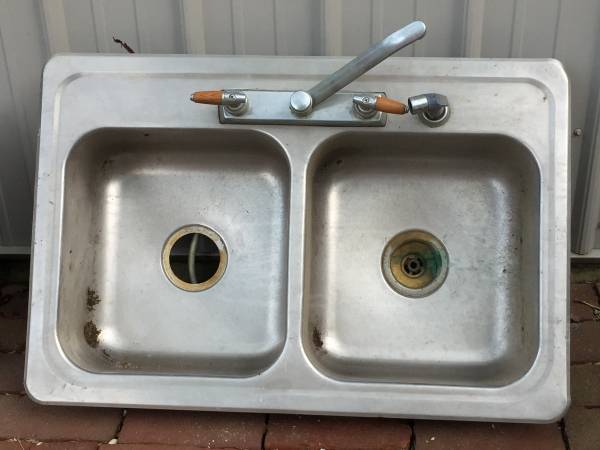 Photo Kitchen Double Sink Stainless Steel - $20 (Bucyrus)