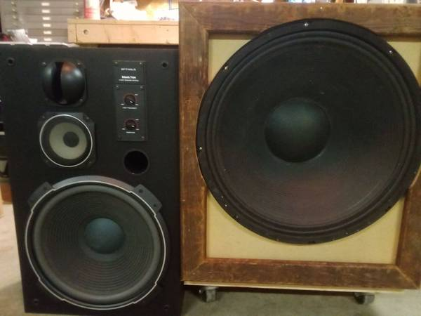 Photo Madison Executioner 21quot Subwoofer w Carpeted Sub Box on Casters - $150 (Crestline)