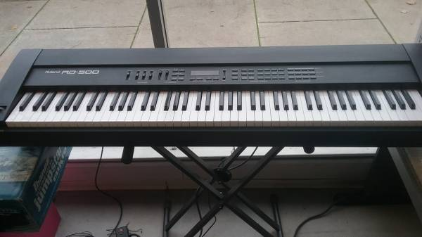 Photo ROLAND DIGITAL PIANO RD-500 weighted action 88 key - $599 (Norwalk)