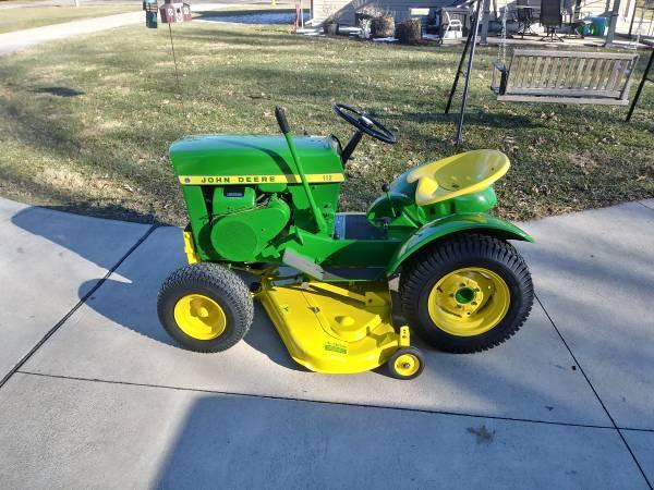 Photo Refurbishment of Vintage John Deere Lawn  Garden Tractors (Elida)